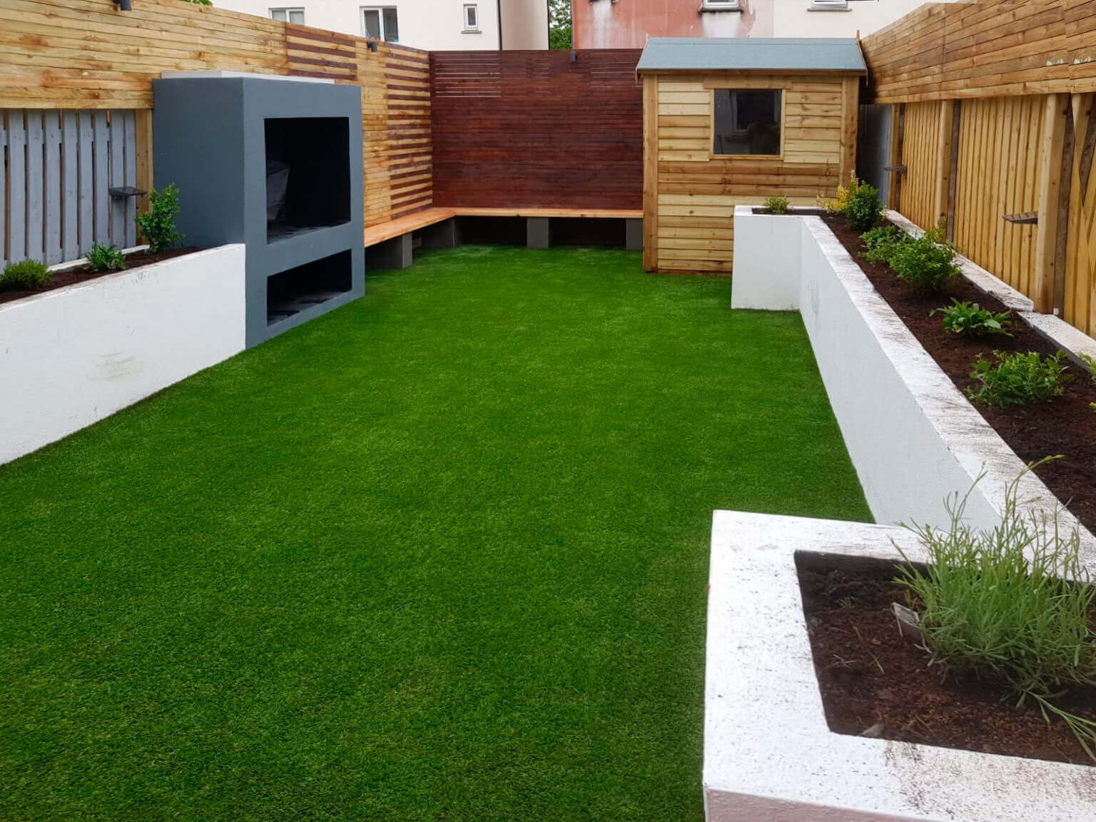 Artificial-Grass-Lawn-walls-and-planting-1-1536x1152
